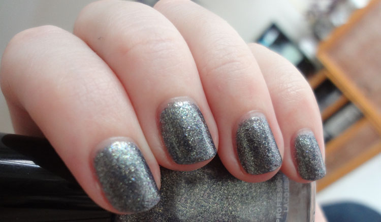 graphite-grey-color-nail-polish