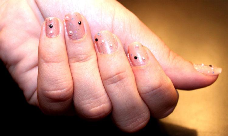 pearl-pink-round-nail-design