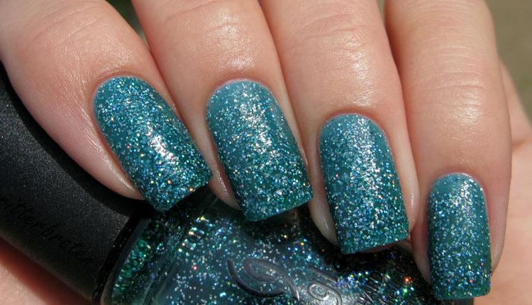 Atlantis Glittery Nails