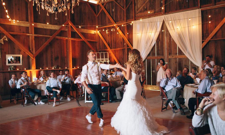 Barn-themed-wedding-style