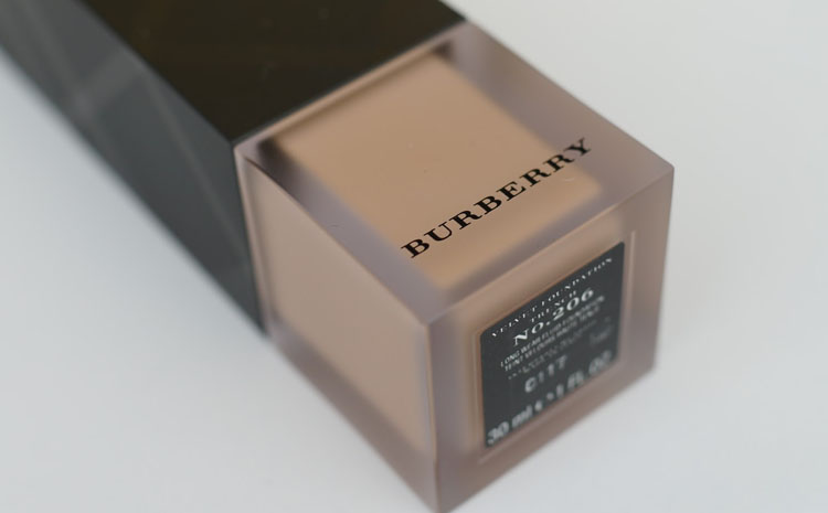 Burberry Velvet Foundation