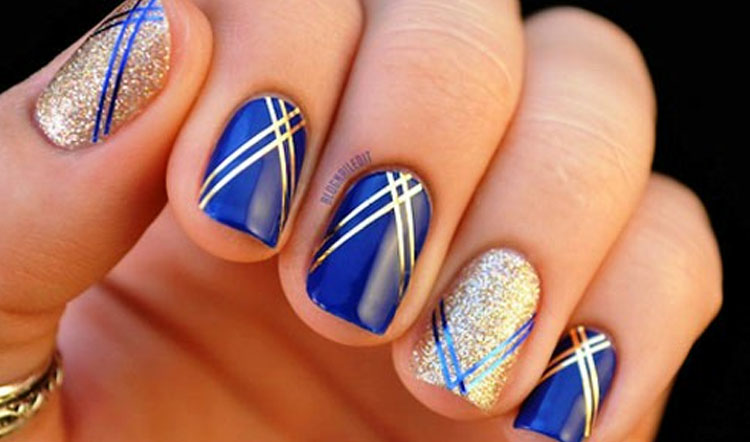 Gorgeous Blue Nails With Silver