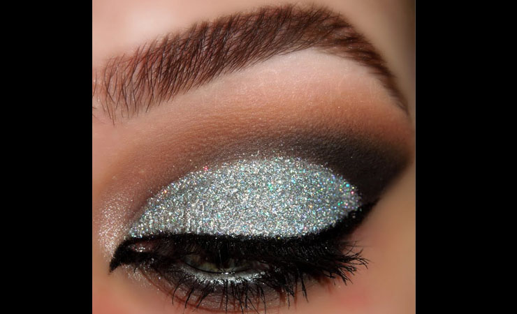 black-eyeliner-with-shimmery-white-shadow