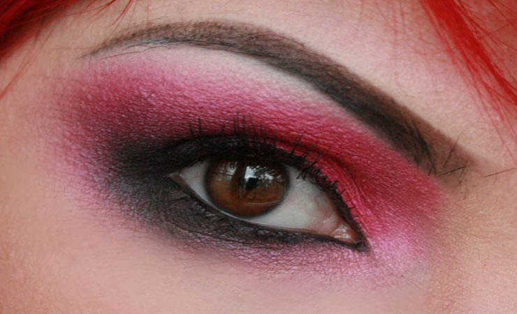 black-with-pink-shimmer-smokey-eyes