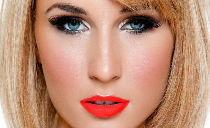 crimson-lips-with-vaguely-smokey-eyes