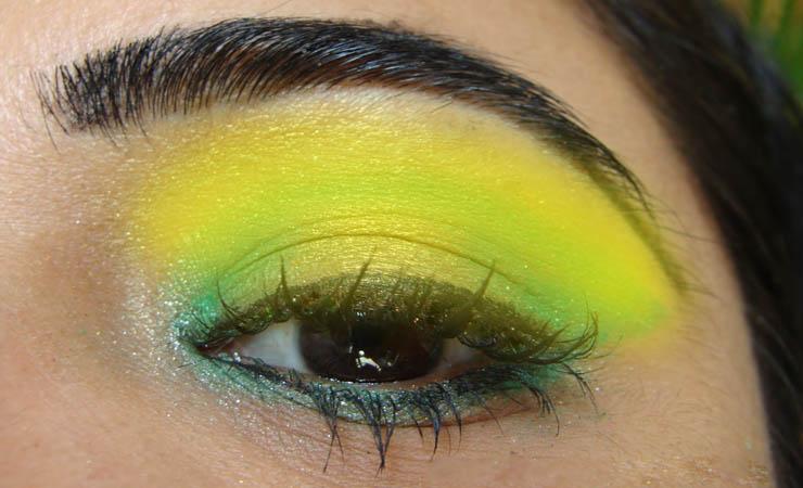 green-and-yellowish-makeup