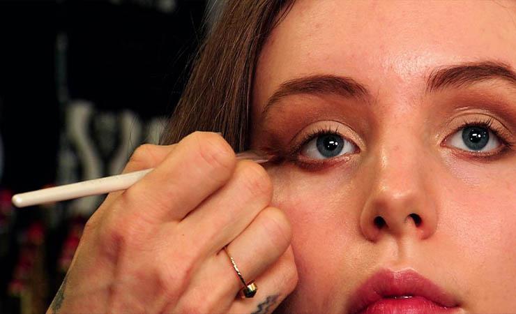 lining-the-lower-eyelids