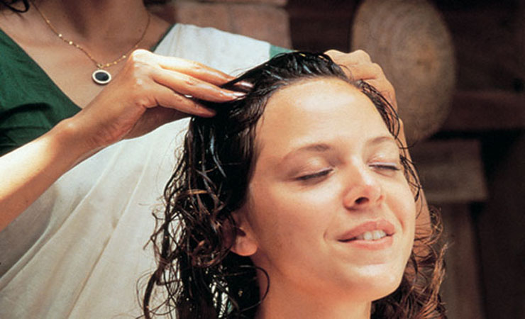 scalp-massage-with-hot-oil