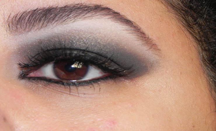 shimmery-black-smokey-eye-makeup