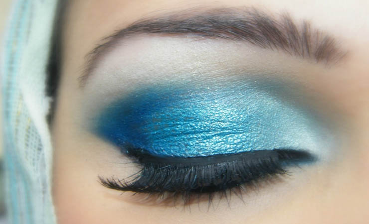 sky-blue-dramatic-eye-makeup
