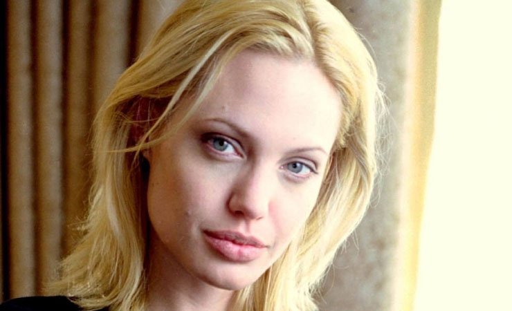 Angelina-Jolie-blonde-hair