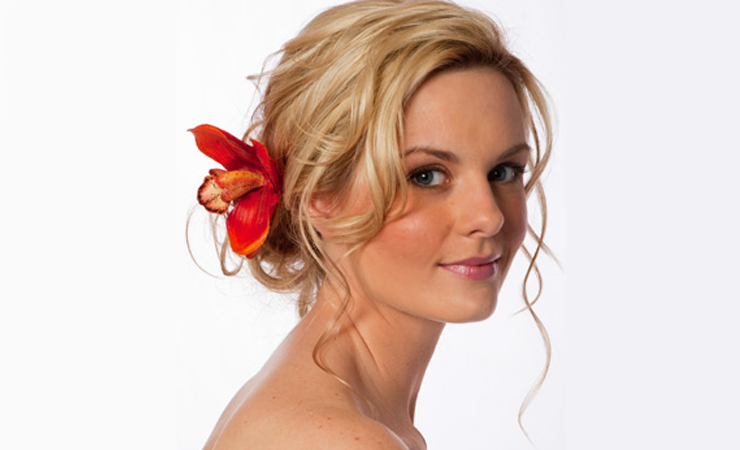 muddled-curled-prom-hairstyle