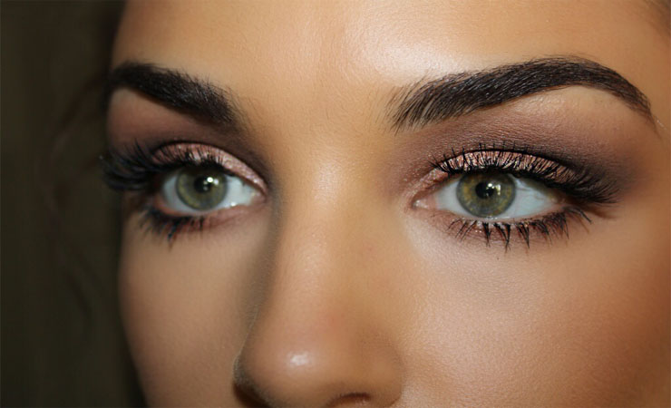 Mascara brown eye makeup