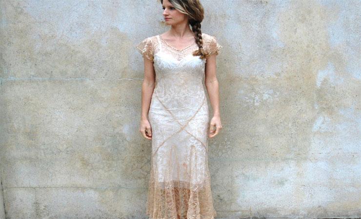 Tea-length Plus Size Wedding Dress with Cap-sleeve Shrug