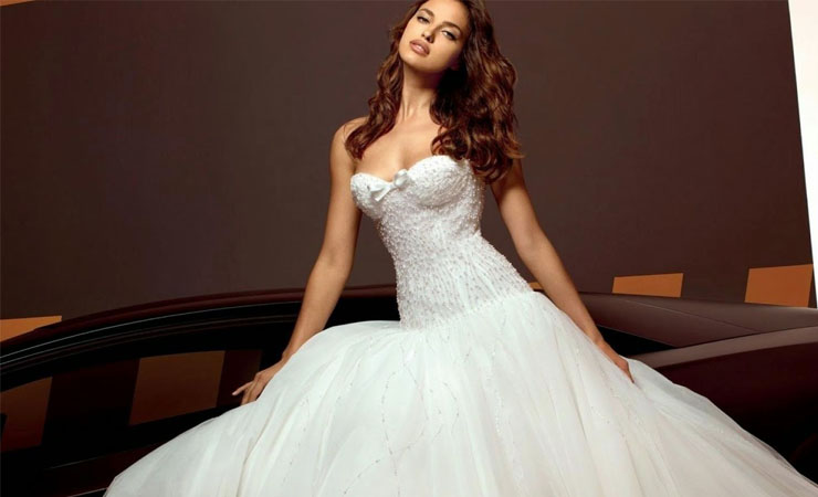 Lace Detail Classical Sweetheart Neckline Ball Gown Wedding Dress